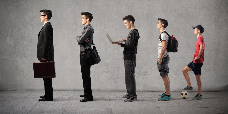 Evolution eines kleinen Jungen zum Businessmann