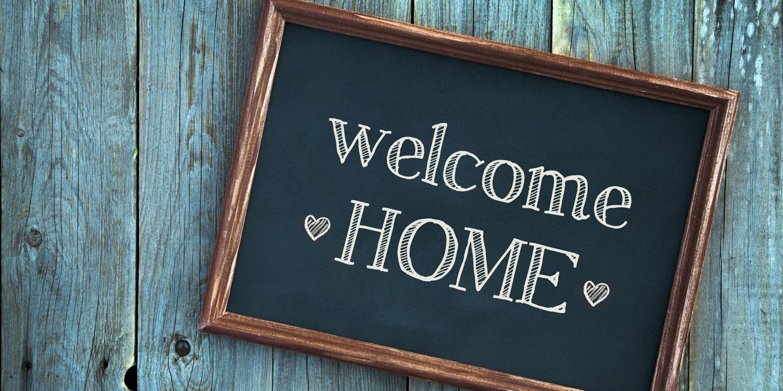 Schild mit der Aufschrift Welcome Home.