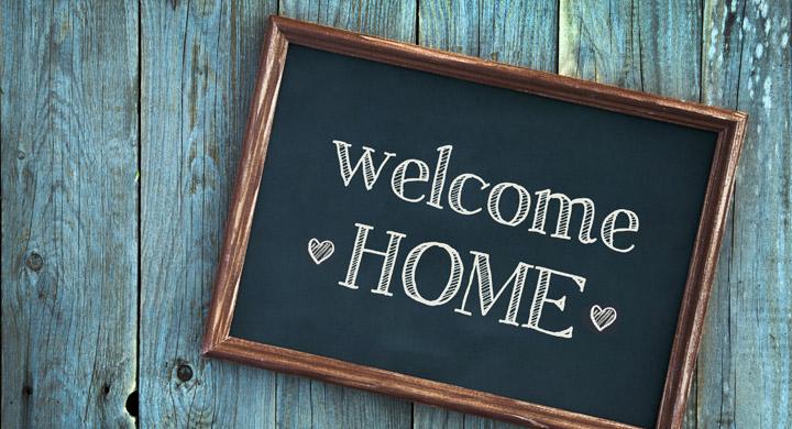 Schild mit Welcome Home als Aufschrift