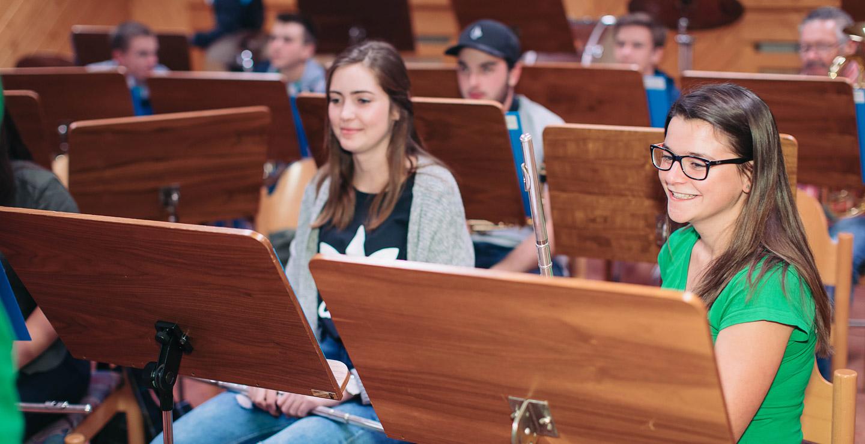 Jugendliche bei der Probe der Blasmusik Bartholomäberg