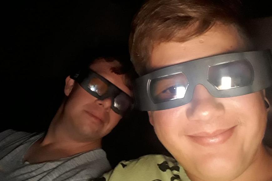 Philip und Rafael gemeinsam im Kino
