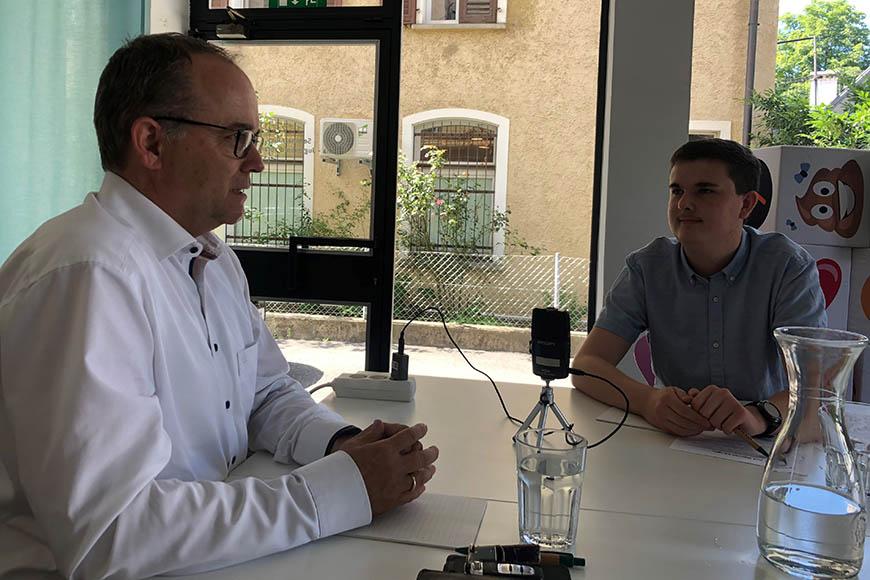 aha Youth Reporter und Dr. Gernot Längle im Gespräch.